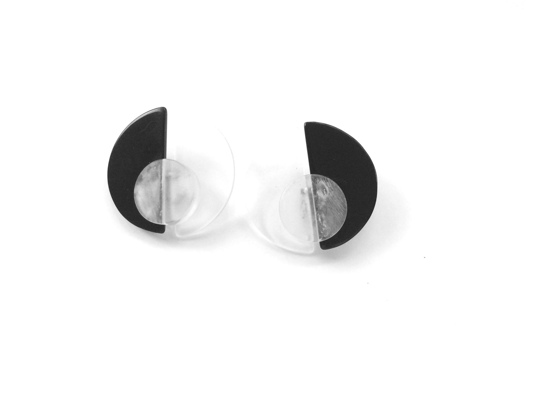 KRIZIA clips in plexiglass