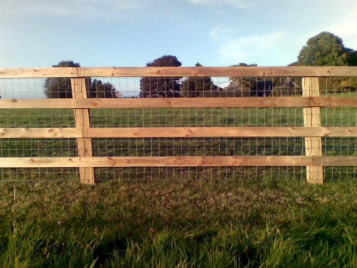 Tanalised 4 Bar P+R fence with Tornado 12-108-8 Horse wire traped between the Post and the rail 2