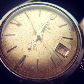 5 things to avoid when wearing a vintage watch