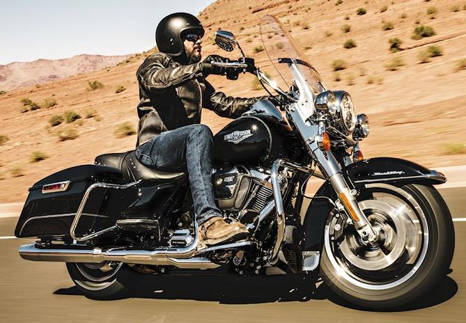 Harley-1745-Road-King-2017-700px.jpg