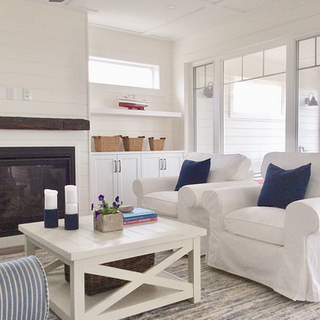 Cottage style with shiplap fireplace Mov