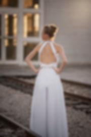 שמלת כלה אוברול חליפת מכנס עם מחשוף גב