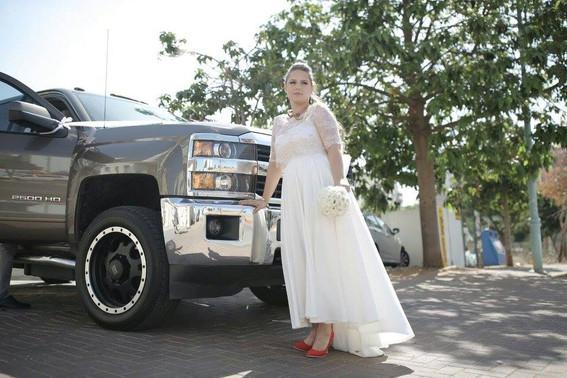 שמלת כלה בתפירה אישית עם חצאית א-סימטרית