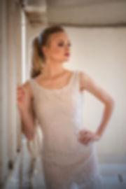 שמלת כלה קצרה פרנזים עם חרוזים ופנינים