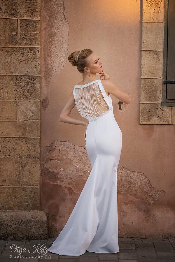 שמלת כלה צמודה בת ים עם חרוזים בגב