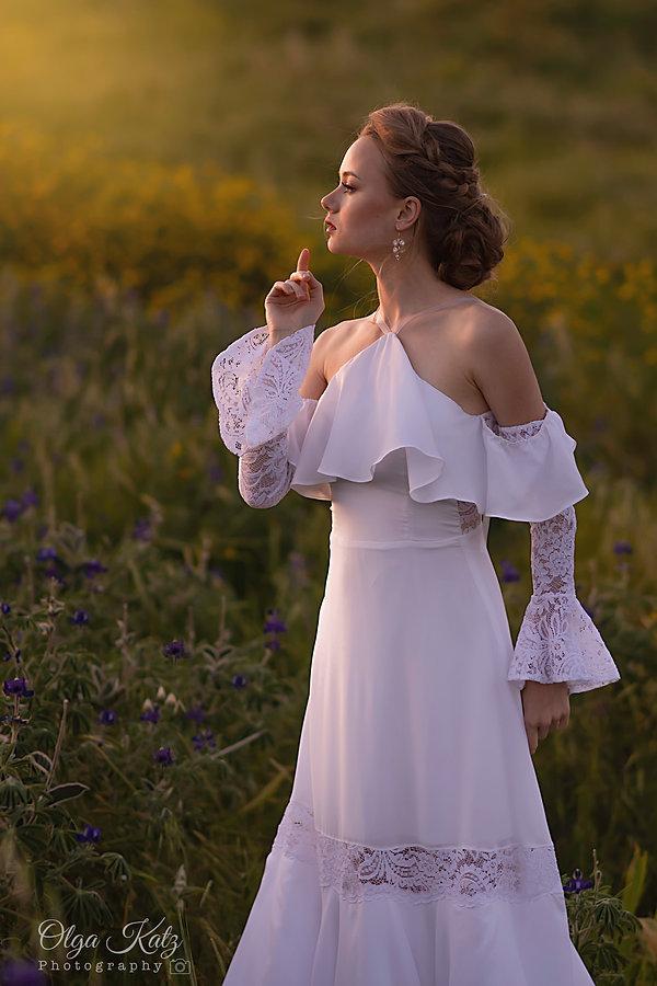 שמלת כלה קולר עם שרוולי תחרה