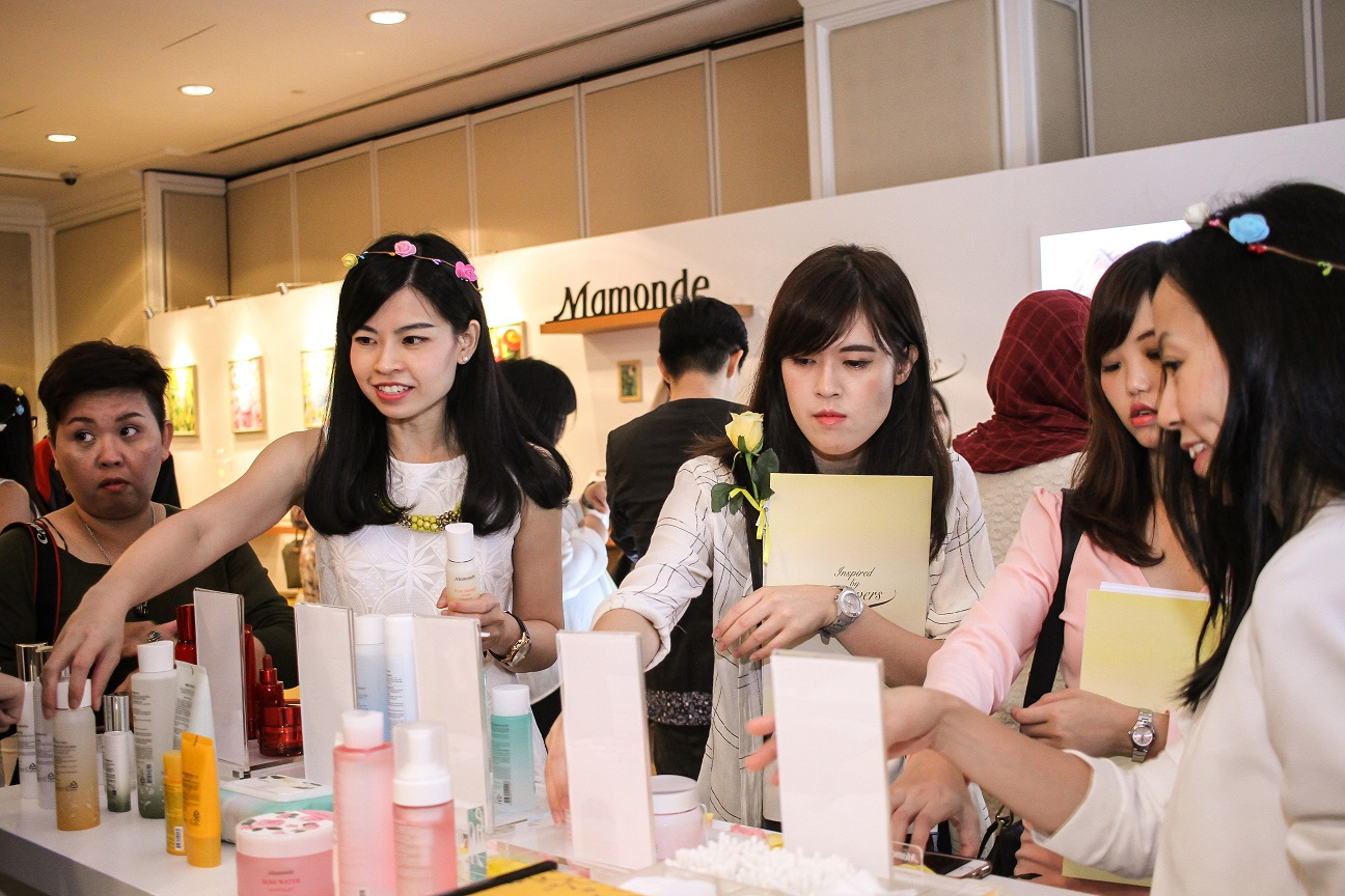 Mamonde Launch Preview Event -Guests experiencing the products
