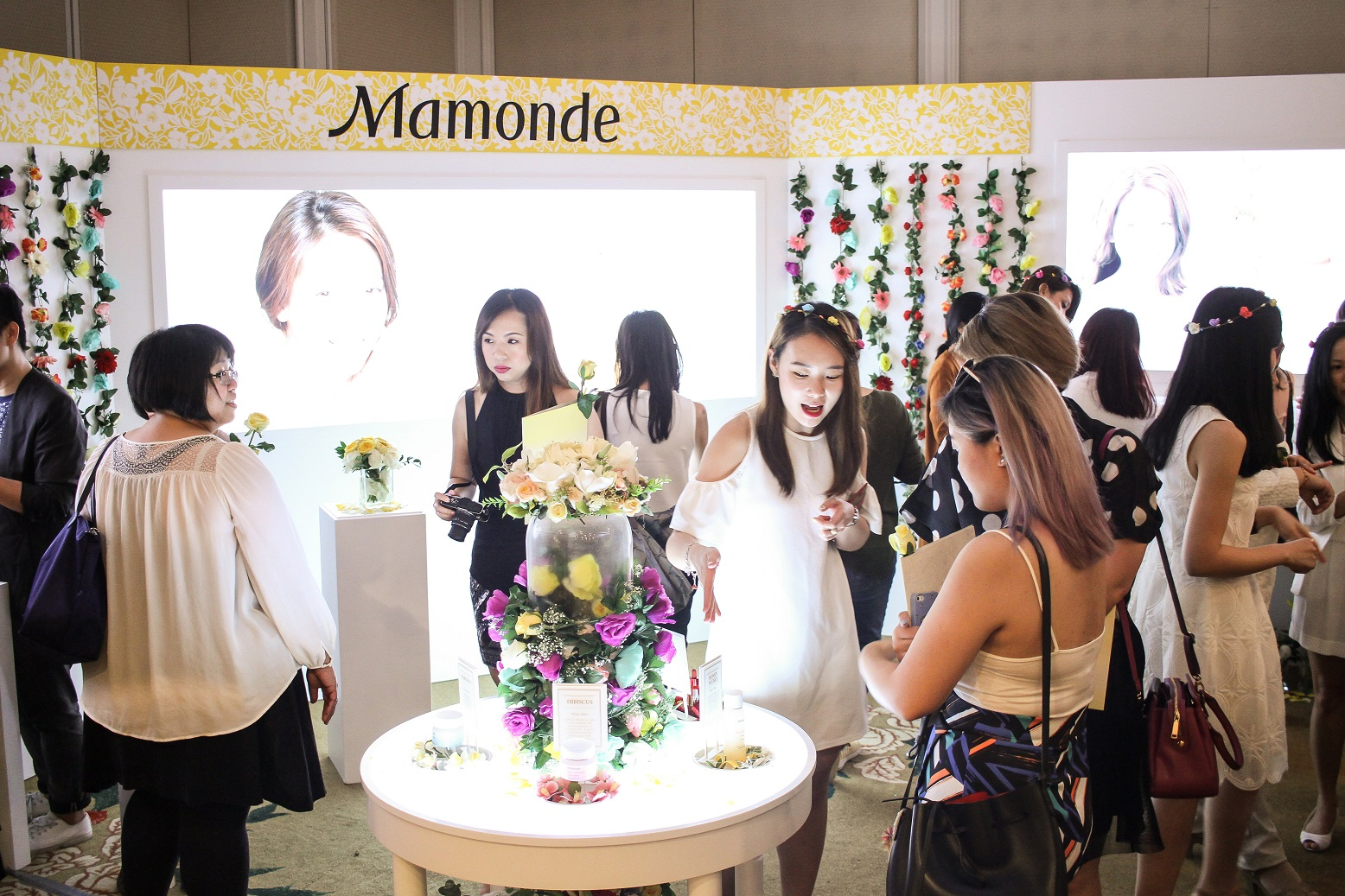 Maonde Launch Preview Event - Guests Experiencing the Products (1)