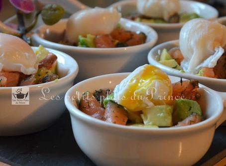 Cassolettes avocat, saumon et oeufs de caille pour buffet, réception ou garden party