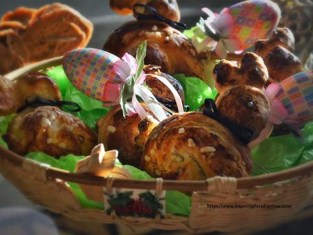 Petits lapins de Pâques en brioche