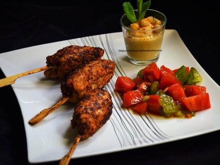Keftas de poulet à la menthe, tartare de tomates et houmous