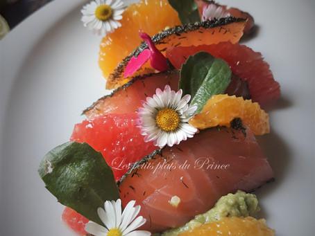 Salade printanière avocat, agrumes, saumon mariné et pâquerettes…