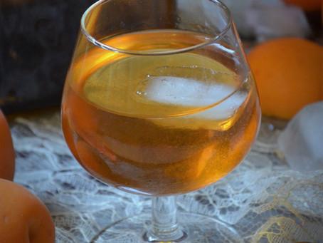 Liqueur de noyaux d'abricots