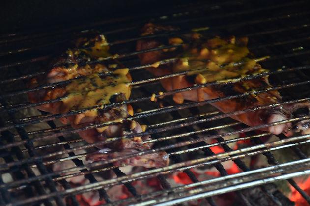 Cuisses de lapin à la moutarde au barbecue