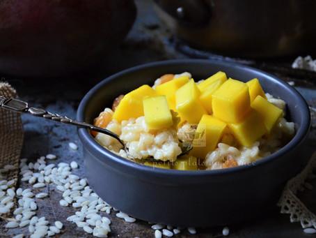 Risotto sucré au lait de coco et mangue