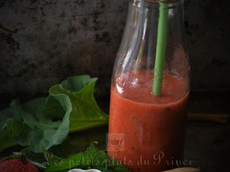 Red Smoothie fraise, rhubarbe, miel et mélisse