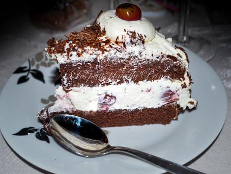 Schwarzwälder Kirschtorte : gâteau forêt noire allemand