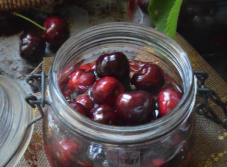 Conserves de cerises du jardin au sirop, la recette de grand mère