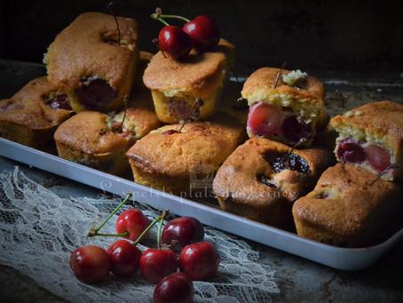 Mini cakes aux cerises fraîches du jardin et amande