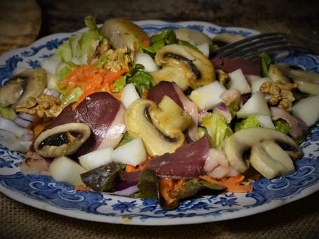 Salade d'automne à la poire et aux champignons
