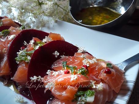 Entrée de saumon mariné façon scandinave, à la vodka au sureau et betterave
