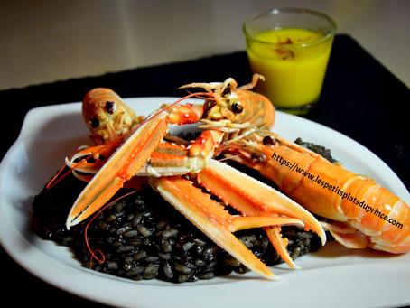Risotto noir aux langoustines, sauce safran