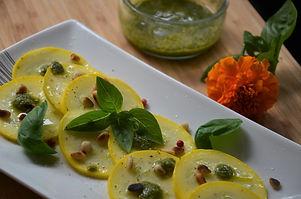 Carpaccio de courgettes jaunes au pesto