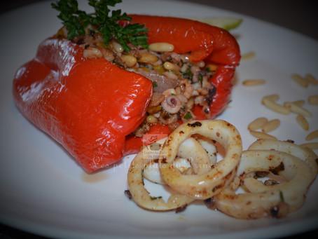 Poivrons farcis aux encornets (calamar) et pignons de pin