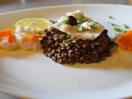 Salade tiède de lentilles et effeuillé de cabillaud