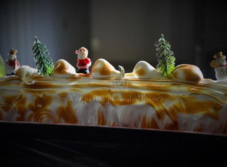 Omelette norvégienne comme une bûche de Noël