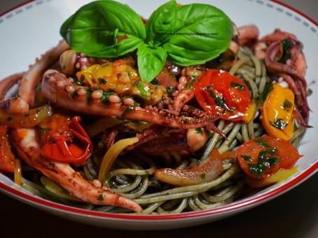 Spaghettis à l'encre de seiche et encornets