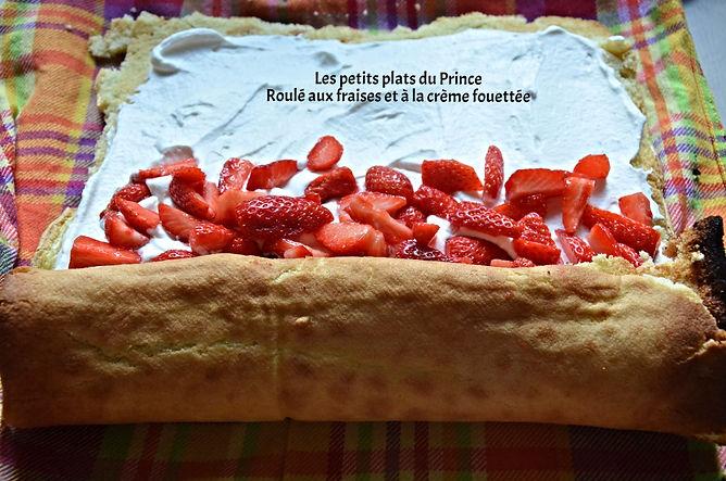 Roulé aux fraises et à la crème fouettée