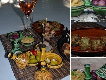 Houmous, Keftedes et brochettes agneau, olives, figuettes...