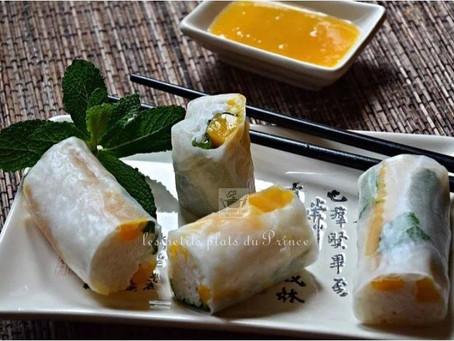 Rouleaux de printemps sucrés de riz gluant au lait de coco, mangue et menthe