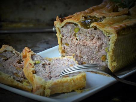 Pâté en croûte maison : canard, foie gras et pistaches