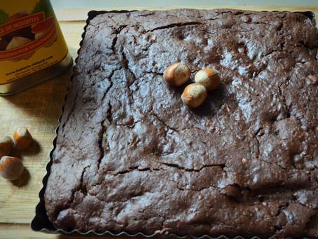 Brownie vegan très gourmand à la courgette et aux noisettes