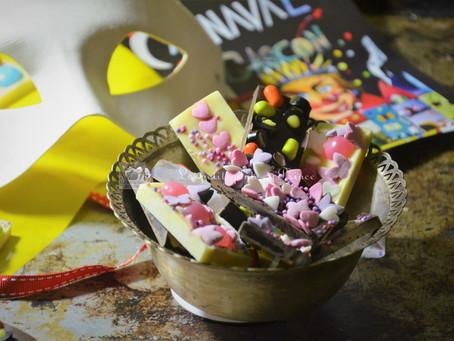 Tablettes de chocolat décorées pour Mardi Gras