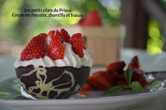 Coque en chocolat, chantilly fraises