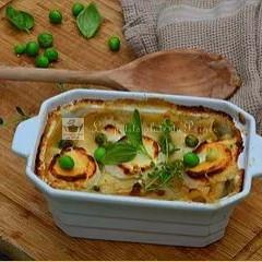 Lasagnes au poulet, petits légumes et fromage de chèvre frais