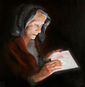 oude vrouw leest op tablet