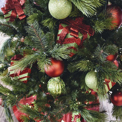 Classic Red & Green Holiday Decor Theme