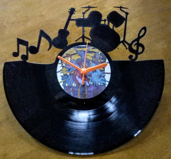 Upcycled vinyl record clock - Music design