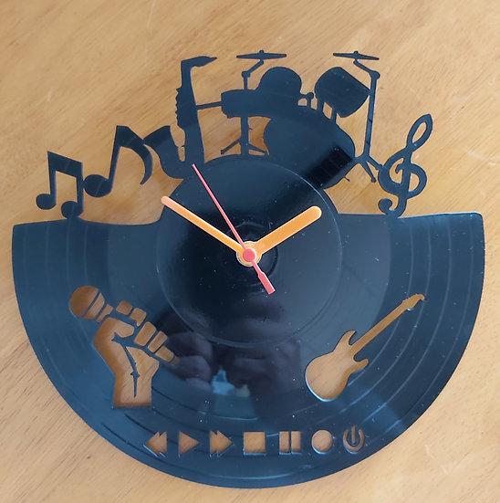 Upcycled vinyl record clock - Music design