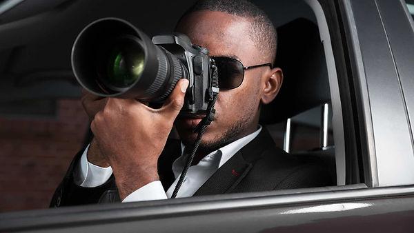 nyc-private-investigator-taking-photos.j