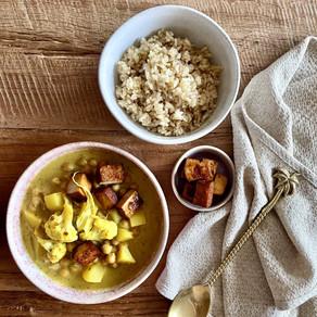 Blumenkohl-Kichererbsen-Curry mit karamellisiertem Räuchertofu