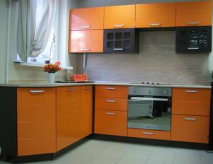 Кухня оранжевая угловая...