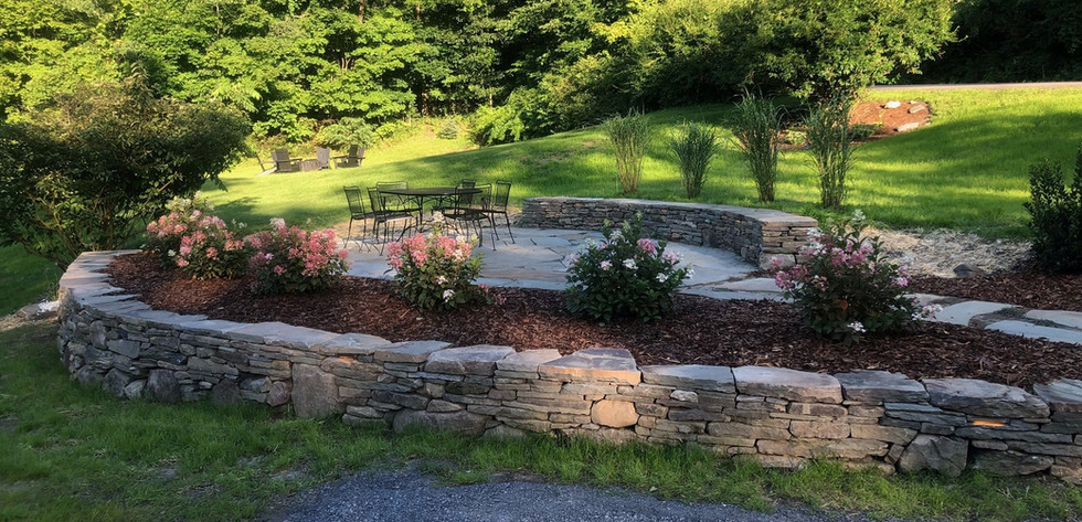 patio and curved walls.jpg