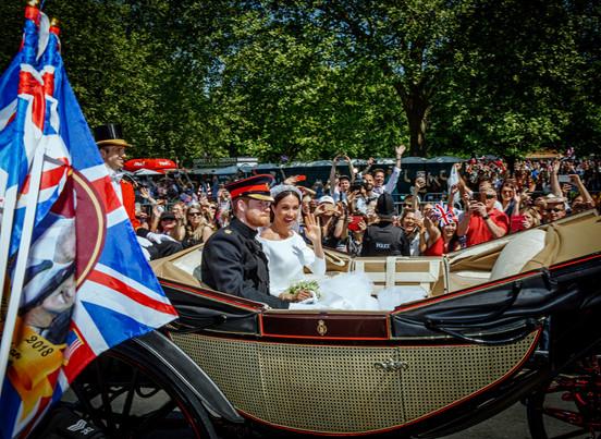 Brudeparet gjennom Windsors gater.jpg