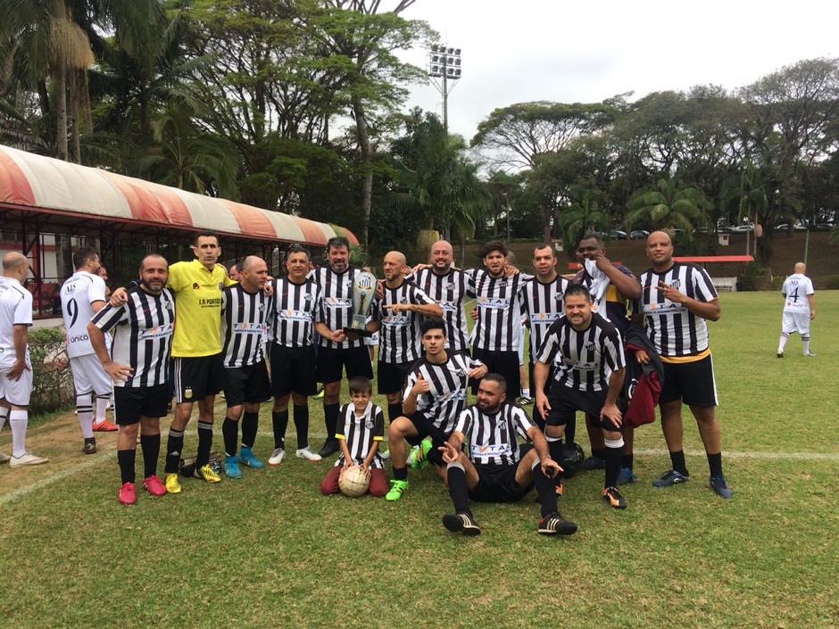 Futebol, churrasco e samba no evento da Santos Eterno