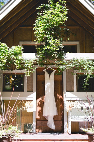 Real Snohomish Wedding: Forested Relaxed Wedding With Backyard Vibes